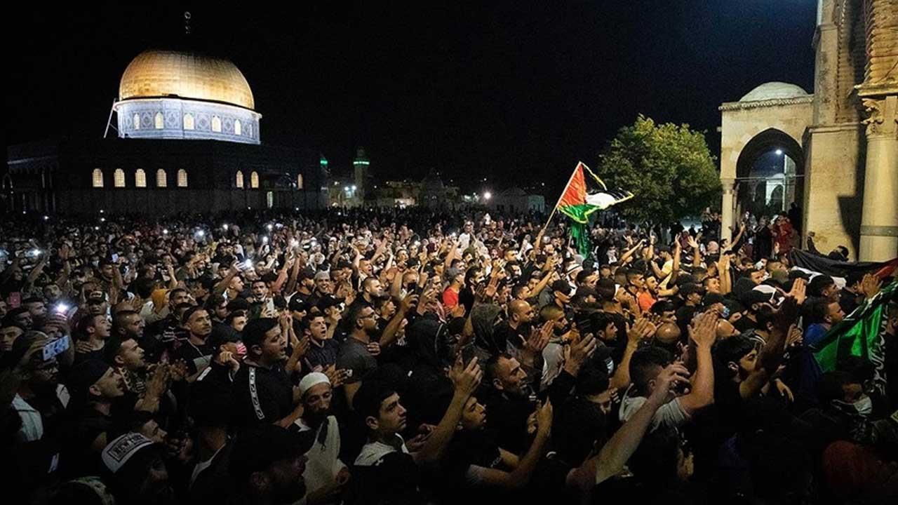 İSRAİL GÜÇLERİNİN RAMAZAN AYINDA MESCİ AKSA'YA SALDIRILARINI KINIYOR, ŞİDDETLE LANETLİYORUZ!